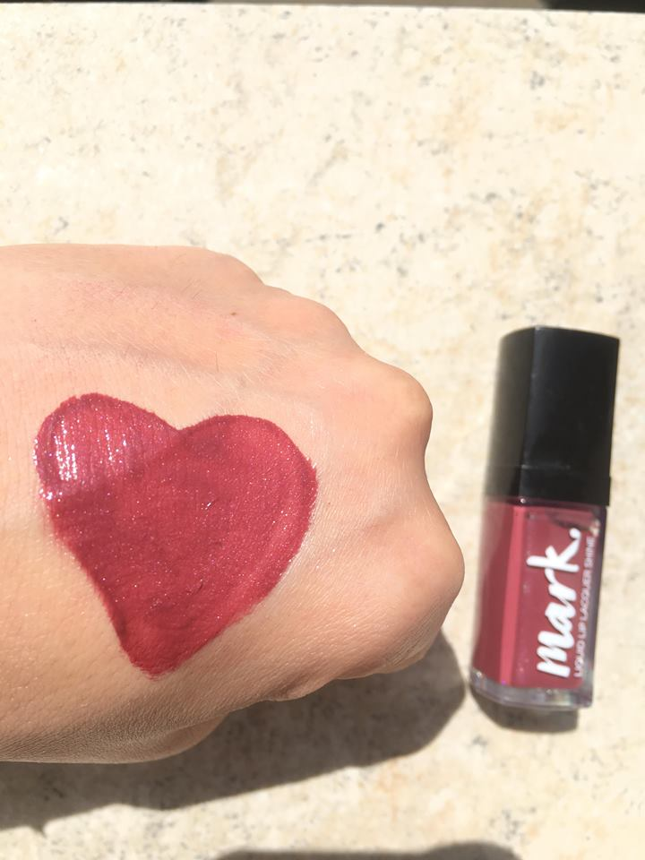 Review și Swatch Ruj Avon Mark Lacrarevs